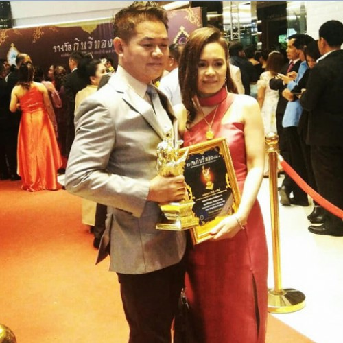 CEO of Green Crystal and his wife, received the 4th Kinnaree Gold Award